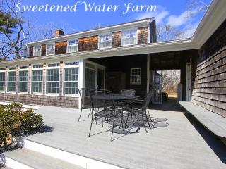 CLEME - Sweetened Water Farm, 1 Mile from Village Center, Bike or Walk to Town,