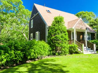 COOPC - Designer Post and Beam Cape, A/C, WiFi, Large Deck, Private Yard, Quality Furnishings and Amenities, Edgartown