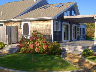 WASHS - Stylish and Beautifully Decorated Summer Residence, Screened Porch, Spacious Deck, WiFi, Edgartown