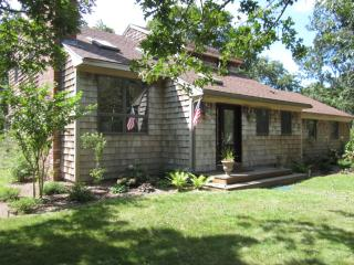ROSSJ - 1.5 Acres of Privacy, Bike Paths Adjacent to House, Association Pool, Wi