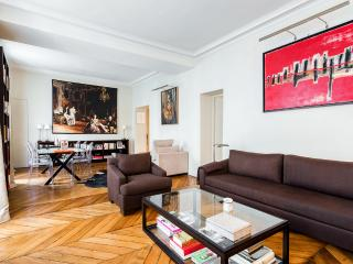 Parisian apartment in Saint-Germain-des-Pres