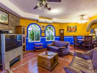 Hacienda Sombrero - Large Pool and Yard, Central Location, Corpus Christi Neighborhood, Cozumel