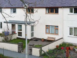 7 HARPORT COTTAGES, terraced property, next to Loch, lawned gardens, wonderful views, in Carbost, Ref 905318