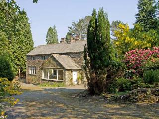 LAKESIDE COTTAGE, spacious cottage with hot tub, woodburner, large garden, near Lake Windermere, Newby Bridge Ref 906452, Lakeside