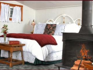 Ocean View Cottage - Includes Gourmet Breakfast!, Little River