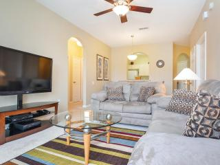 Relaxing Condo, Pool w/Grill, Close to Disney, Gre