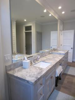 Master bath with 2 sinks and vanity area