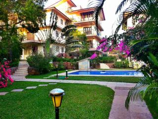 Fully Furnished European Apt with Covered Parking, Siolim