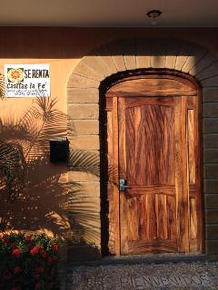 Street Entrance - Welcome to Casitas La Fe