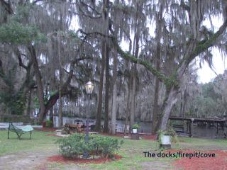Mom's River House..quiet n peaceful, canoes, docks, Crystal River