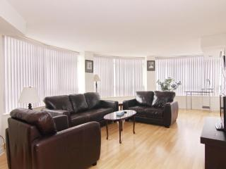 *DLX 2+1 Furnished Suite, Square One, Mississauga - 607O1