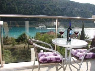 Apartments Ines with sea view near Dubrovnik II
