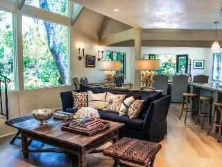Charming creekside home near Montecito Upper Village - Quiet Oaks