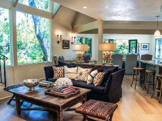 Charming creekside home near Montecito Upper Village - Quiet Oaks