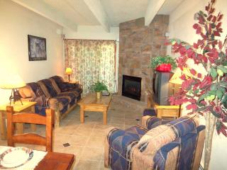 Mountain Style in the Heart of Frisco. 3 LCD TVs, Wifi, Pool, Spa