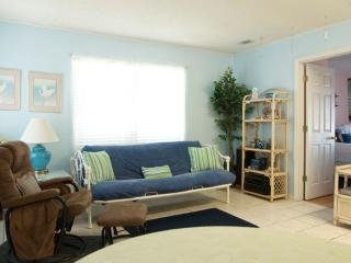 Gone Coastal: Pet Friendly Getaway for Two!, Gulf Shores