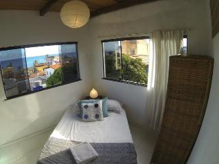 Cozy garden home, 100m from beach in scenic Itapua, Salvador