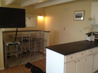 flatscreen and dining area off the kitchen