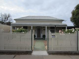 Maeville Cottage, Broken Hill