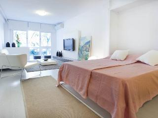 Old town studio on Santa Eulalia square for 4, Palma de Mallorca