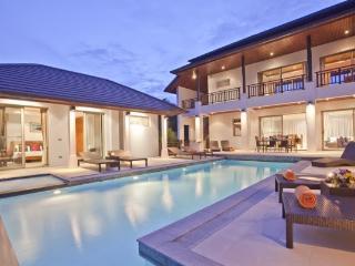 Villa 73 - Walk to beach swim play drink eat sleep walk to villa jump in pool