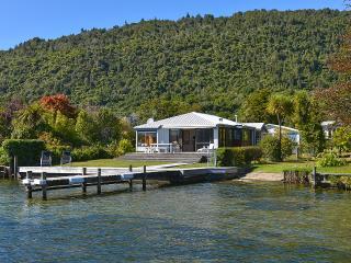 Lakefront Escape, Rotoiti