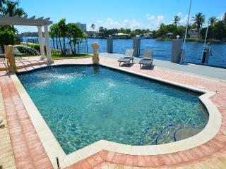 Stunning Intracoastal Htd Pool+ Keyed Beach Access, Lauderdale by the Sea