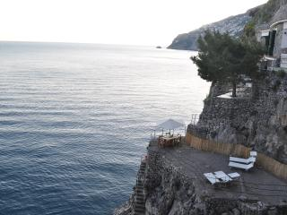 Beathtaking, on the ocean. Your piece of paradise in the Amalfi coast. 2 up to 5, Furore