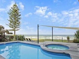 BEACH FRONT 2 bed unit. Pool & Spa., Main Beach
