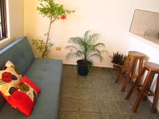 Downtown sunny apartment in Playa Del Carmen!, Playa del Carmen