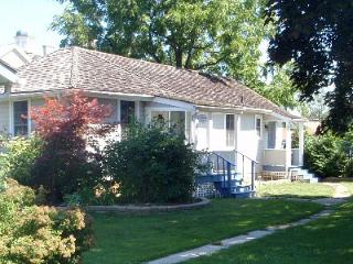 Superb Cottage in the Heart of Niagara on the Lake