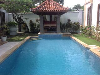 Tanjung Benoa villa - short stroll to beach, Nusa Dua