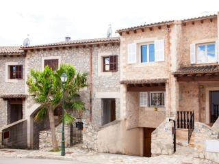 Beautiful Town Home In Puigpunyent With 5 Star Facilities