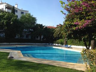 Estoril Living: 3BR  in private condo FREE WIFI