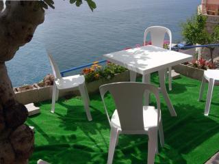 3 Amalfi-Villa-Rosinella-garden-table-to-sea