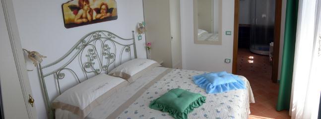 8 Amalfi-Villa-Rosinella-bedroom-large