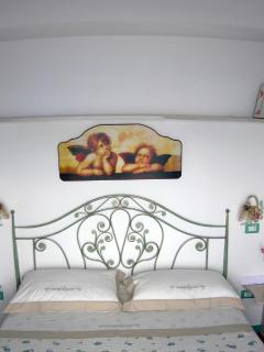 9 Amalfi-Villa-Rosinella-bedfront