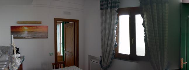 16 Amalfi-Villa-Rosinella-kitchen-to-window