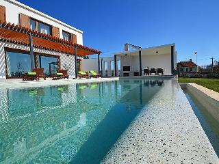 Modern, white, minimalist, and contemporary villa Gialla, Sveti Petar u Sumi