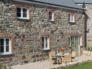 PHILL Barn situated in St Ives (6mls SE)
