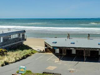 Condo w/ocean views; community attractions; walk to beach, Lincoln City