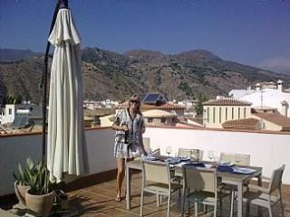 Luxury 3 bed Andalucian Apartment, Large Terrace,Mountain Views, Velez de Benaudalla
