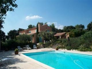 Villa Saint Antoine, Pet-Friendly Rental with Pool, L'isle Sur La Sorgue, L'Isle-sur-la-Sorgue
