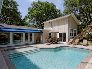 Folly Field 44, Private Pool, 5 Bedrooms, Walk to Beach, Sleeps 12, Hilton Head