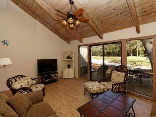 Racquet Club 2372, 3 Bedroom, Large Pool, Golf View, Sleeps 8, Hilton Head