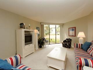 Shorewood 218, 2 Bedrooms, Large Ocean Front Pool, Spa, Sleeps 8, Hilton Head