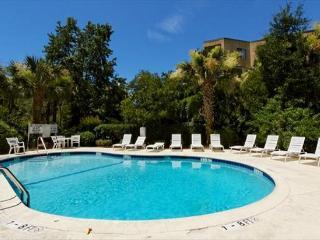 3BR/3BA Penthouse Villa 3rd Row from the Beach has Beach Access and Cabana, Hilton Head