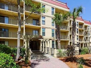 Xanadu 20-A, 3 Bedroom, Large Pool, Tennis, Walk to Beach, Sleeps 8, Hilton Head