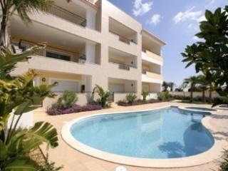 New 2BR Apartment w Beautiful Decor - Porto de Mos, Lagos