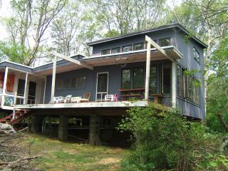 Mashpee - On Johns Pond - Rustic Summer House